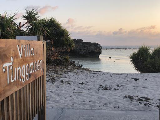 Villa               to beach
